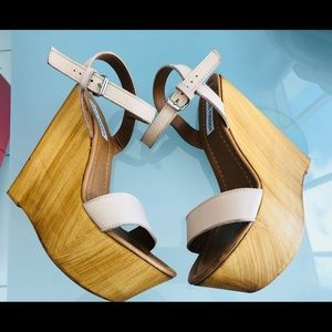 Sandals with flatform